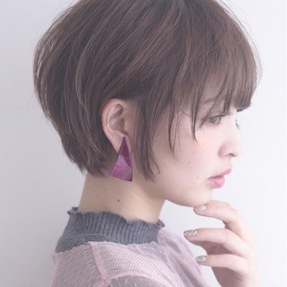 ショート 小顔 フリンジバング ニュアンス ヘアスタイルや髪型の写真・画像