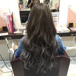 ロング アッシュ グラデーションカラー 暗髪 ヘアスタイルや髪型の写真・画像