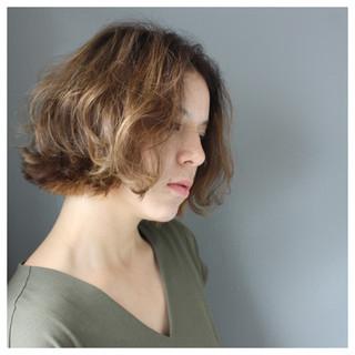 デート パーマ オフィス ナチュラル ヘアスタイルや髪型の写真・画像