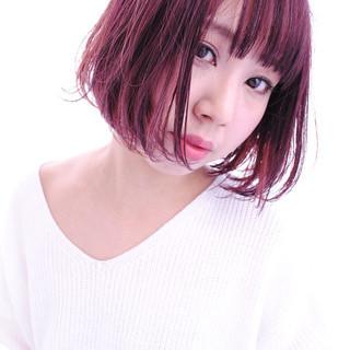 ベリーピンク こなれ感 ボブ レッド ヘアスタイルや髪型の写真・画像