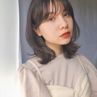 鎖骨ミディアム ミディアムヘアー ナチュラル レイヤースタイル ヘアスタイルや髪型の写真・画像