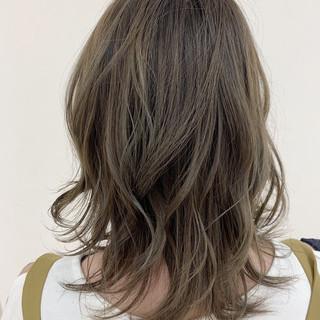 オリーブグレージュ オリーブアッシュ ゆるふわパーマ 大人かわいい ヘアスタイルや髪型の写真・画像