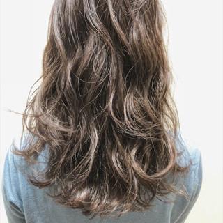 アディクシーカラー セミロング アッシュグレージュ オルティーブアディクシー ヘアスタイルや髪型の写真・画像