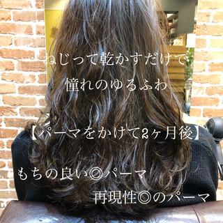 フェミニン ロング デジタルパーマ 簡単ヘアアレンジ ヘアスタイルや髪型の写真・画像