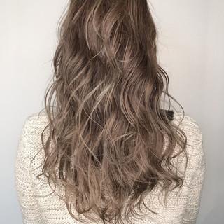 外国人風カラー ウェットヘア ナチュラル ロング ヘアスタイルや髪型の写真・画像 ヘアスタイルや髪型の写真・画像