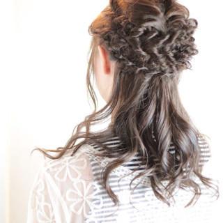ハーフアップ ロング ツイスト ヘアアレンジ ヘアスタイルや髪型の写真・画像