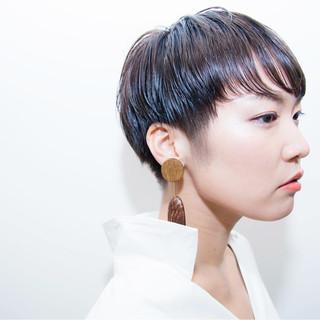ショート アッシュグレージュ 透明感 リラックス ヘアスタイルや髪型の写真・画像