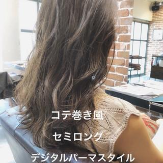 セミロング アンニュイほつれヘア ゆるふわ ナチュラル ヘアスタイルや髪型の写真・画像