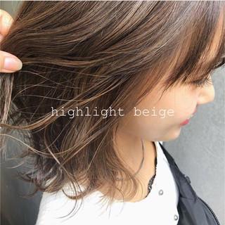 アッシュブラウン アッシュベージュ デザインカラー ミディアム ヘアスタイルや髪型の写真・画像