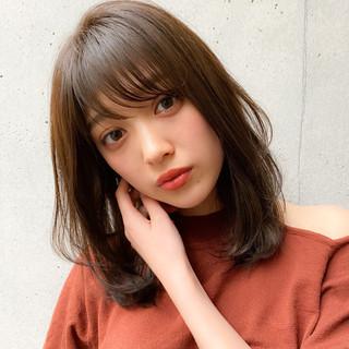 ミディアム ナチュラル 毛先パーマ レイヤーカット ヘアスタイルや髪型の写真・画像