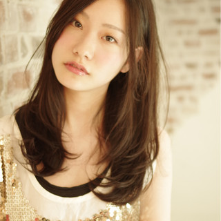 暗髪 ガーリー 大人かわいい 外国人風 ヘアスタイルや髪型の写真・画像 ヘアスタイルや髪型の写真・画像