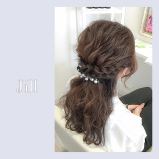 ハーフアップ ヘアアレンジ バレッタ 波ウェーブ ヘアスタイルや髪型の写真・画像 ヘアスタイルや髪型の写真・画像