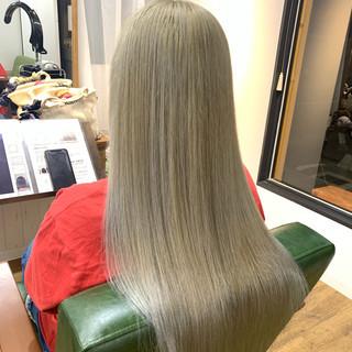 ホワイトシルバー ホワイトベージュ ハイトーンカラー アッシュグレージュ ヘアスタイルや髪型の写真・画像