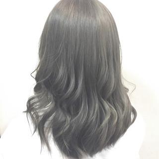 暗髪 アッシュ グラデーションカラー ミディアム ヘアスタイルや髪型の写真・画像