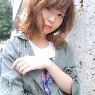 大人女子 ミディアム 波ウェーブ 夏 ヘアスタイルや髪型の写真・画像