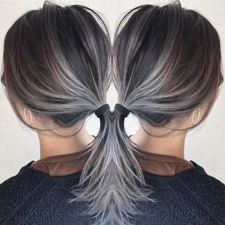 ハイライト バレイヤージュ ミディアム シルバーアッシュ ヘアスタイルや髪型の写真・画像