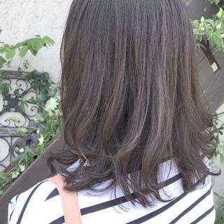 グラデーションカラー ナチュラル ミディアム アッシュグレージュ ヘアスタイルや髪型の写真・画像