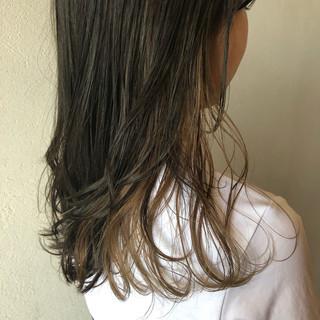 フェミニン ヌーディーベージュ ミディアム インナーカラー ヘアスタイルや髪型の写真・画像