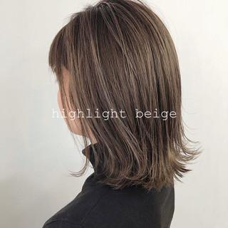 ミディアム ハイライト グレージュ 外国人風カラー ヘアスタイルや髪型の写真・画像