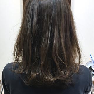 外国人風 ナチュラル ミディアム ベージュ ヘアスタイルや髪型の写真・画像