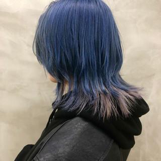 インナーカラー ミディアム ウルフカット ネイビー ヘアスタイルや髪型の写真・画像