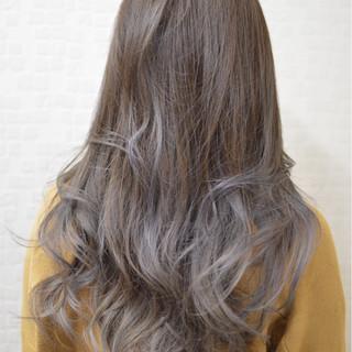 ブルージュ ロング ガーリー アッシュ ヘアスタイルや髪型の写真・画像