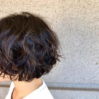 ナチュラル 簡単 パーマ ウェーブ ヘアスタイルや髪型の写真・画像