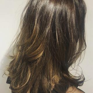 ナチュラル ロング バレイヤージュ ナチュラルグラデーション ヘアスタイルや髪型の写真・画像