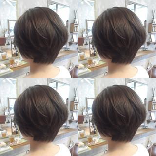 アッシュ 大人かわいい ショート センターパート ヘアスタイルや髪型の写真・画像