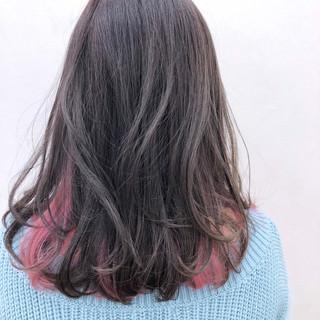 ゆるふわ フェミニン インナーカラー セミロング ヘアスタイルや髪型の写真・画像