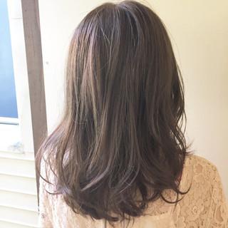 リラックス 夏 透明感 アッシュ ヘアスタイルや髪型の写真・画像