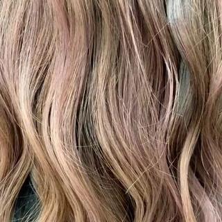 ロング ラベンダーピンク ハイトーン バレイヤージュ ヘアスタイルや髪型の写真・画像