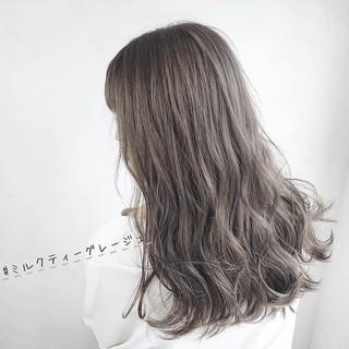 透明感 ミルクグレージュ ヘアカラー ミルクティー ヘアスタイルや髪型の写真・画像