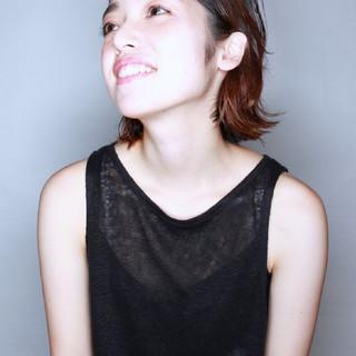 インナーカラーレッド インナーカラー ワンカールパーマ ナチュラル ヘアスタイルや髪型の写真・画像