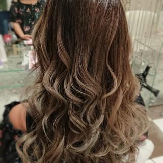 グラデーションカラー アッシュベージュ 上品 エレガント ヘアスタイルや髪型の写真・画像 ヘアスタイルや髪型の写真・画像