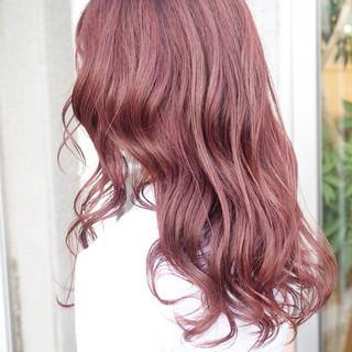 ピンク レッド ハイライト ナチュラル ヘアスタイルや髪型の写真・画像
