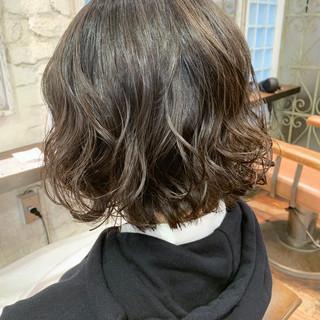 切りっぱなしボブ ナチュラル 大人かわいい ヘアスタイルや髪型の写真・画像