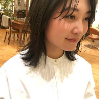 小顔 外ハネ センターパート ミディアム ヘアスタイルや髪型の写真・画像