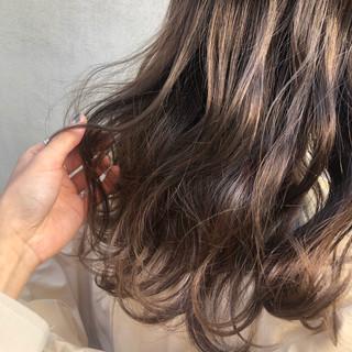 グレージュ 透明感 ヘアアレンジ 簡単ヘアアレンジ ヘアスタイルや髪型の写真・画像