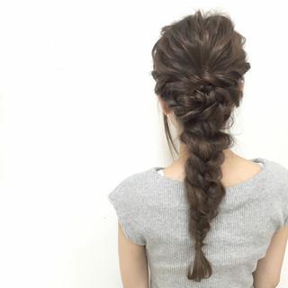 フェミニン 愛され ヘアアレンジ 編み込み ヘアスタイルや髪型の写真・画像