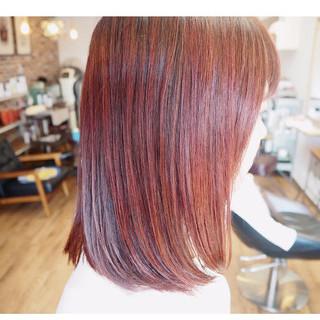 レッドブラウン ナチュラル レッドカラー カシスレッド ヘアスタイルや髪型の写真・画像