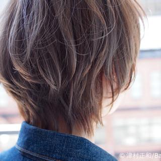 ショート 外ハネ ストリート ミルクティーベージュ ヘアスタイルや髪型の写真・画像