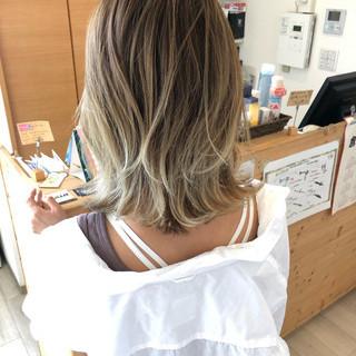 ガーリー ミルクティーグレージュ セクシー セミロング ヘアスタイルや髪型の写真・画像