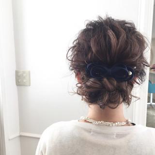 ロング 波ウェーブ 後れ毛 バレッタ ヘアスタイルや髪型の写真・画像
