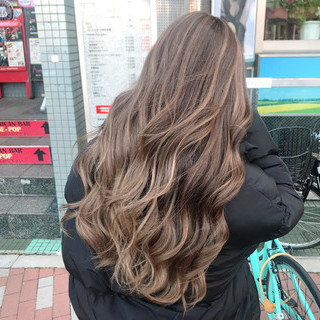 外国人風カラー ブリーチカラー 艶髪 ナチュラル ヘアスタイルや髪型の写真・画像