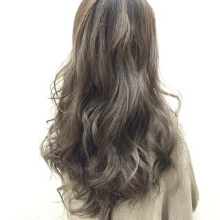 グレージュ グラデーションカラー 外国人風 ロング ヘアスタイルや髪型の写真・画像