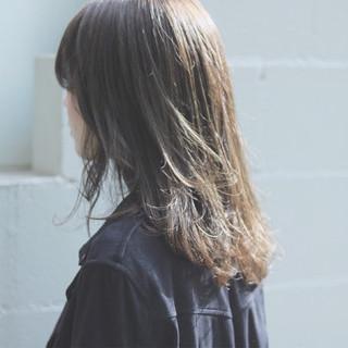 デート セミロング 透明感 ナチュラル ヘアスタイルや髪型の写真・画像