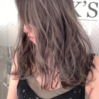 ナチュラル 西海岸風 ロング ミルクティーベージュ ヘアスタイルや髪型の写真・画像