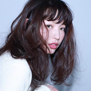 暗髪 ゆるふわ 外国人風 セミロング ヘアスタイルや髪型の写真・画像