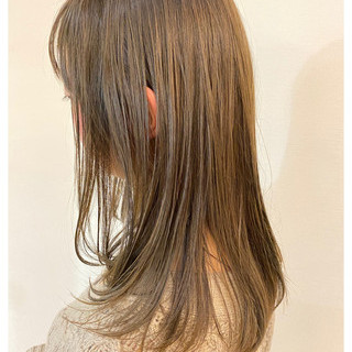 ミルクティーグレージュ ブリーチオンカラー 圧倒的透明感 透明感カラー ヘアスタイルや髪型の写真・画像